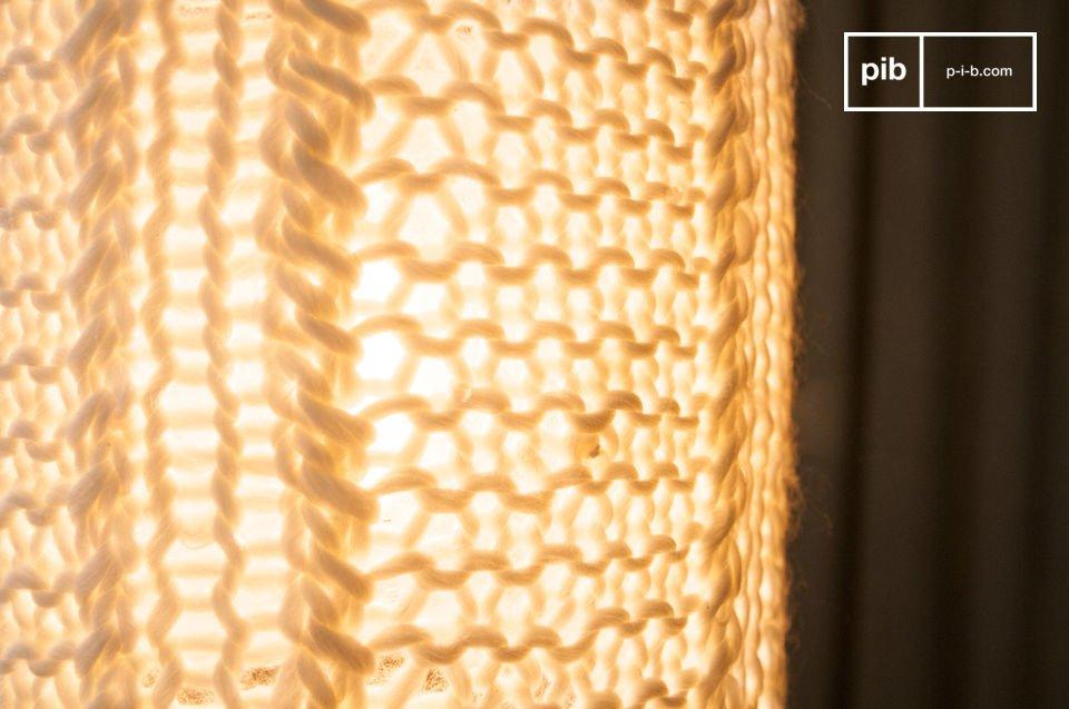 La suspension Aguëla est une petite lampe pour votre plafond qui diffusera une lumière douce dans