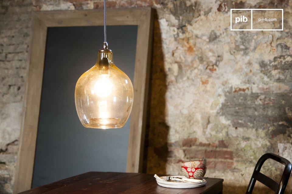 La suspension Belvédère est un luminaire qui tire sa beauté  tant de son matériau que de sa