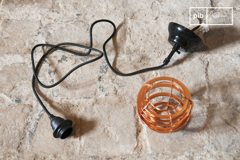 La suspension Bristol est un luminaire néo-rétro directement inspiré des anciennes lampes