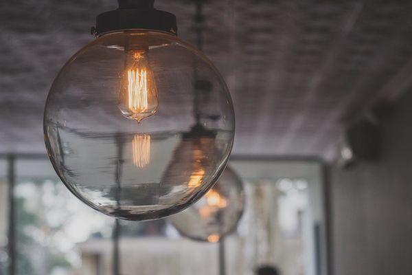 Suspension bulle en verre et son ampoule vintage