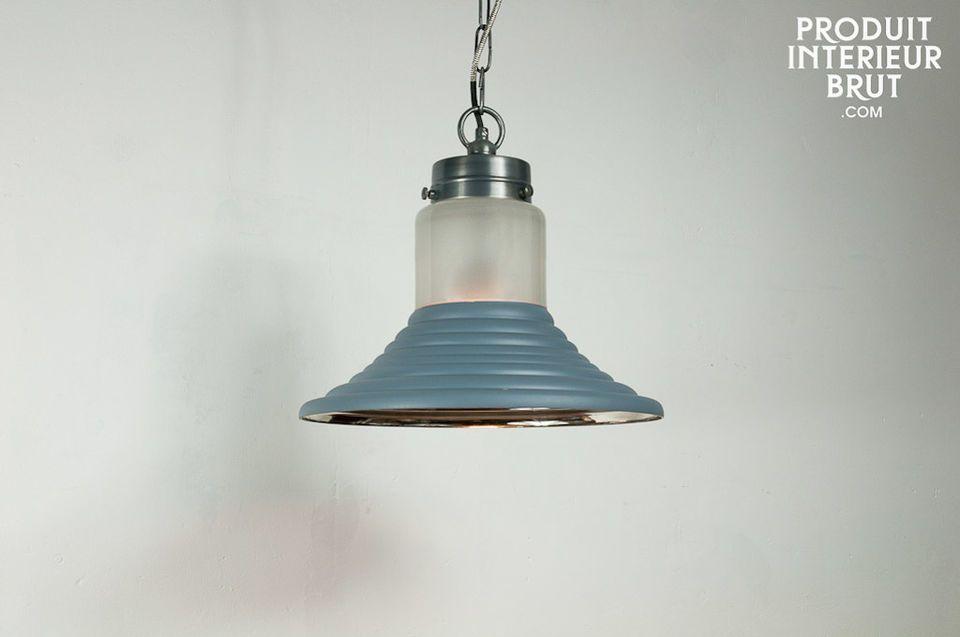 Un luminaire original avec abat-jour en verre