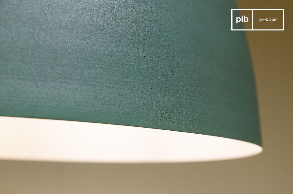 Ce dernier s\'illumine lorsque la lampe est allumée pour venir éclairer le plafond avec douceur :