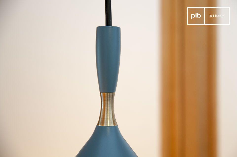 Une suspension légendaire revisitée en bleu pétrole mat