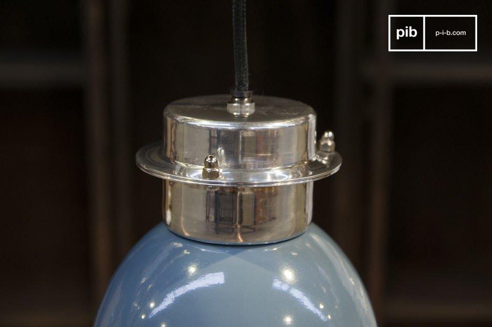 La suspension Gaynes est une petite lampe retro qui apportera une touche industrielle sobre et