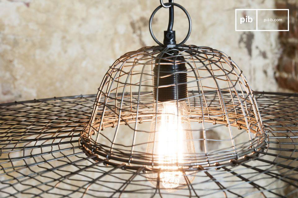 Une lampe en métal tressé pour un rendu unique