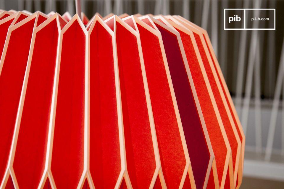 Avec ses lignes angulaires et ses coloris vifs, la suspension Hippy rappelle les années 60