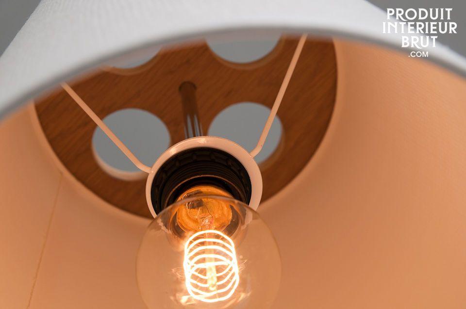 Une lampe suspendue qui pourra évoluer suivant la hauteur sous plafond dont vous disposez
