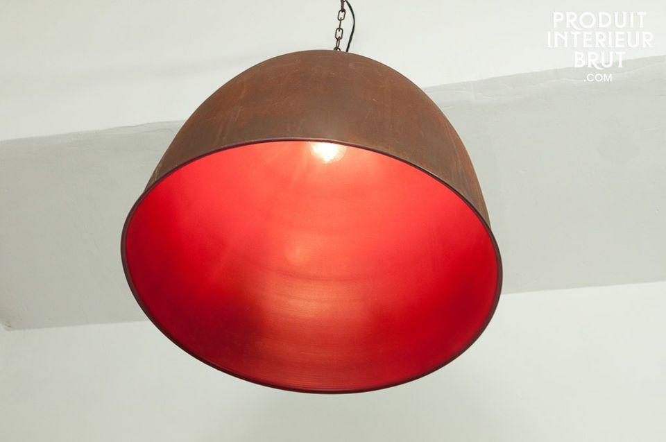Une touche de fantaisie dans un luminaire résolument industriel !Réalisé tout en métal