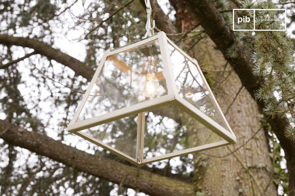 Idéale en source de lumière principale d\'une pièce, cette lampe apportera une touche broc\' champêtre à votre intérieur