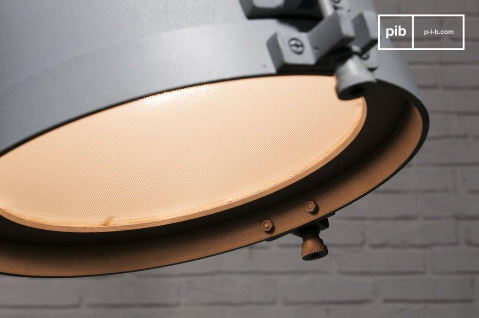 La suspension Spitzmüller est un luminaire dont le style industriel n\'est pas uniquement évoqué