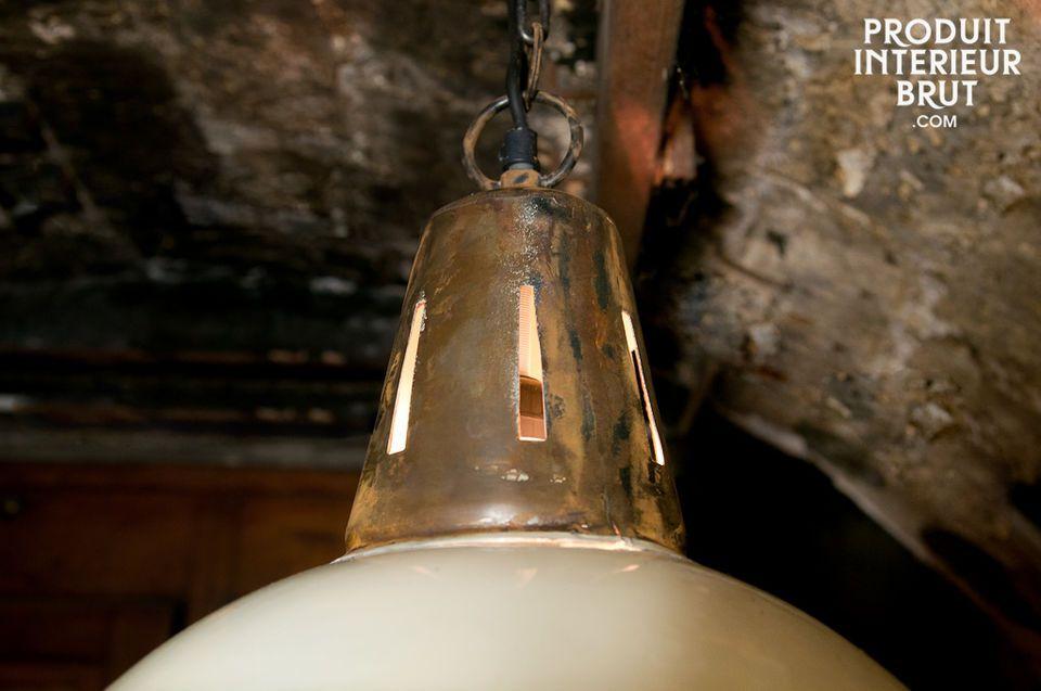 L\'esprit ancien atelier de cette suspension apportera un cachet industriel indéniable à votre