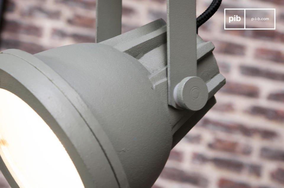 La suspension Cast est un luminaire qui apportera une touche de déco indus\' rétro à votre
