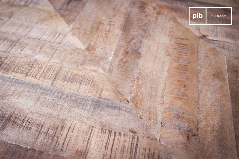Associant un piétement métallique tout en finesse et plateau en bois affichant un travail