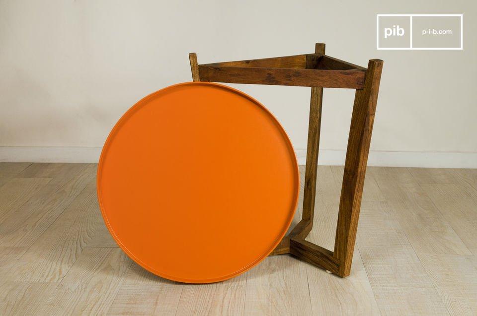 Bout de canapé, chevet, ou petite table basse, cette table à plateau amovible Stockholm trouvera forcément sa place dans votre intérieur
