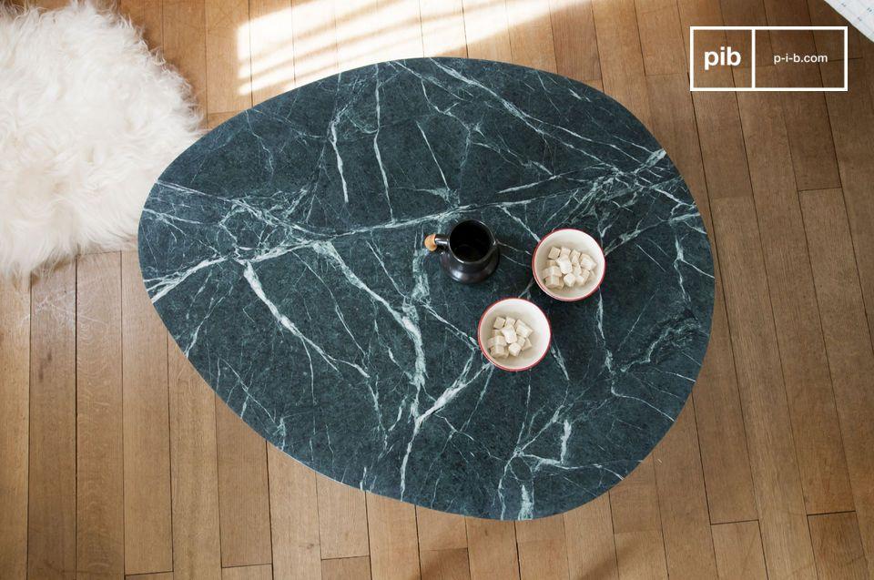 Il suffit de jeter un coup d\'oeil sur cette table basse en marbre Trivisan pour être