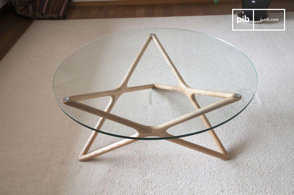Les lignes particulièrement discrètes et épurées de la table en verre Estrella confèrent au