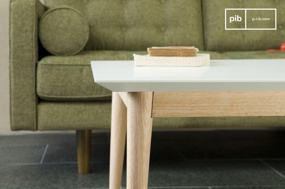 Réalisée tout en bois, avec une ligne fifties très lumineuse