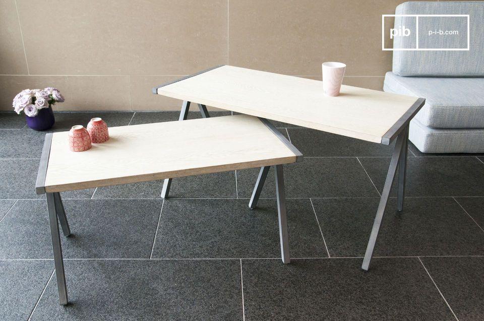 La table basse gigogne Arlanda est un bel exemple de l\'association du bois massif et du métal dans