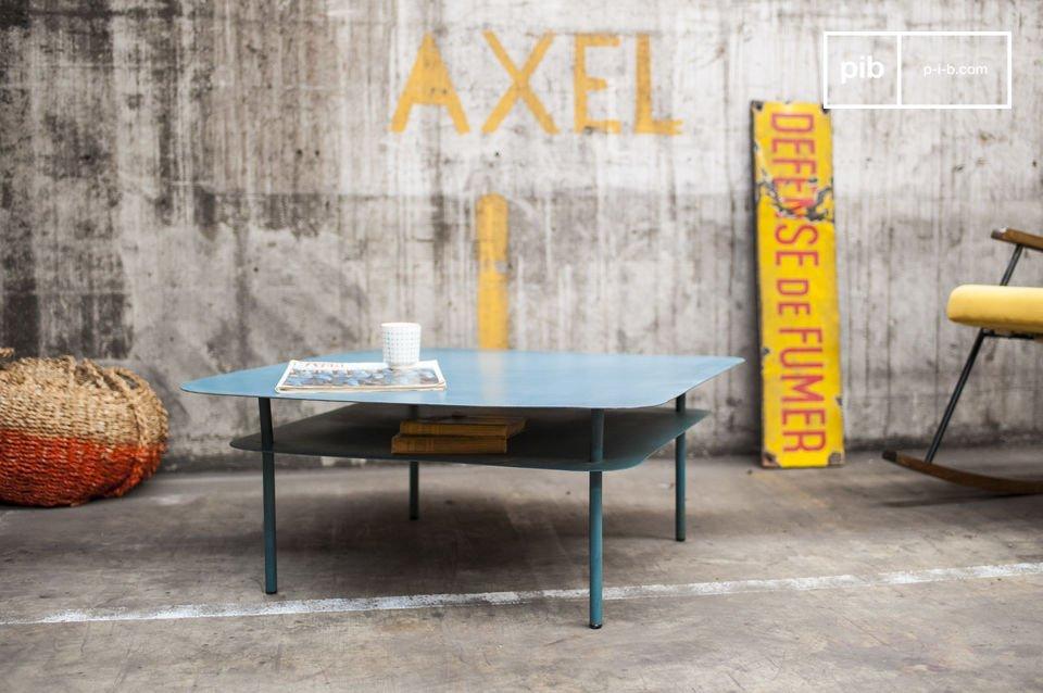 La table basse métal Holly est un meuble de salon au design vintage associant une conception