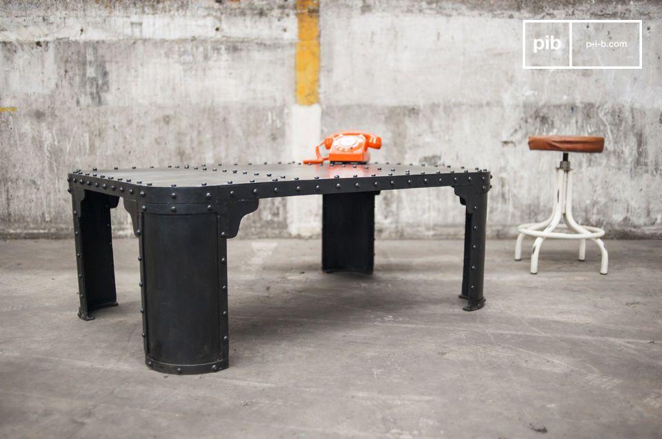 Table basse en acier au style vintage