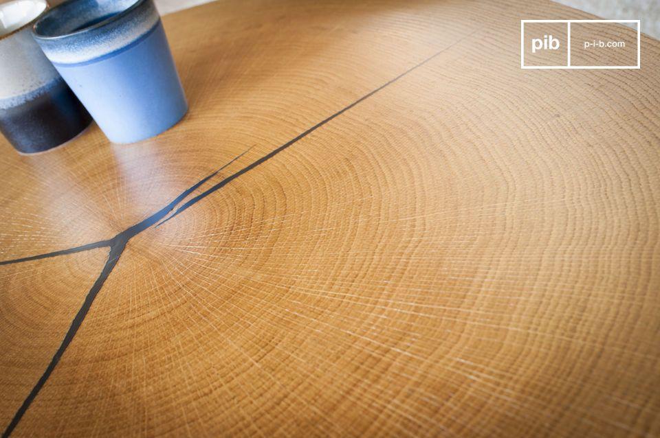 Son plateau est composé d\'une feuille de chêne