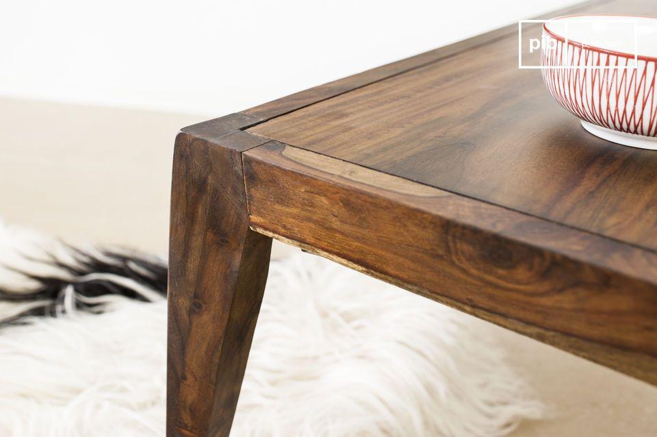 La table Kitell est une table basse qui apportera à votre salon l\'élégance soignée d\'une table