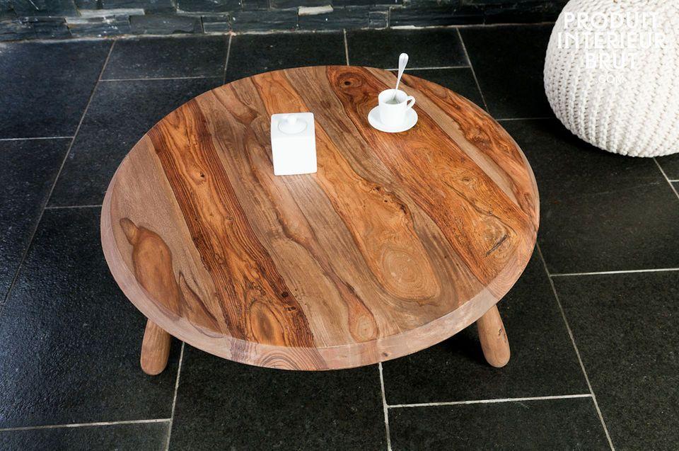 Une table de salon tripode en bois massif
