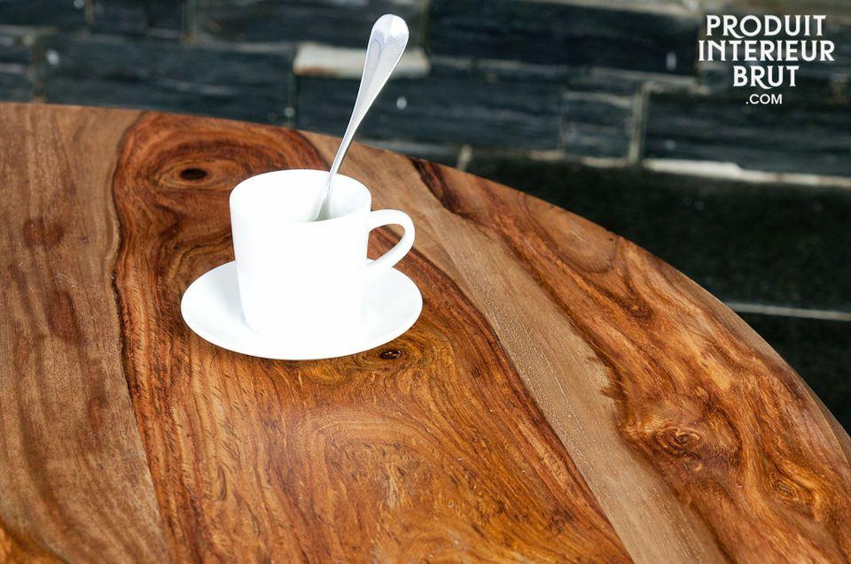 L'esthétique de cette table basse tripode puise son inspiration dans le milieu du XXème