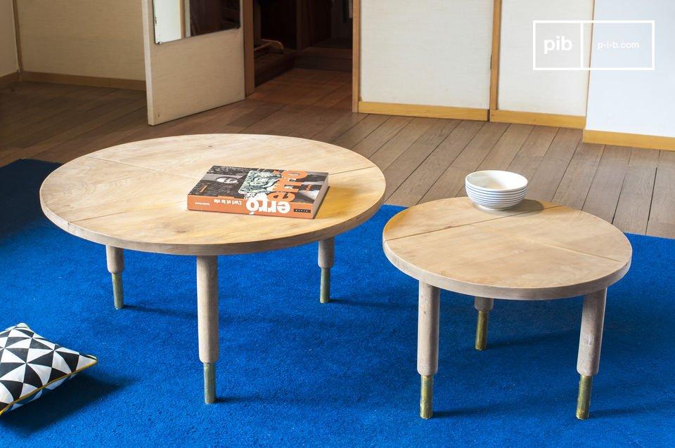 La table basse Messinki possède quelques touches dorées qui lui confèrent toute son originalité