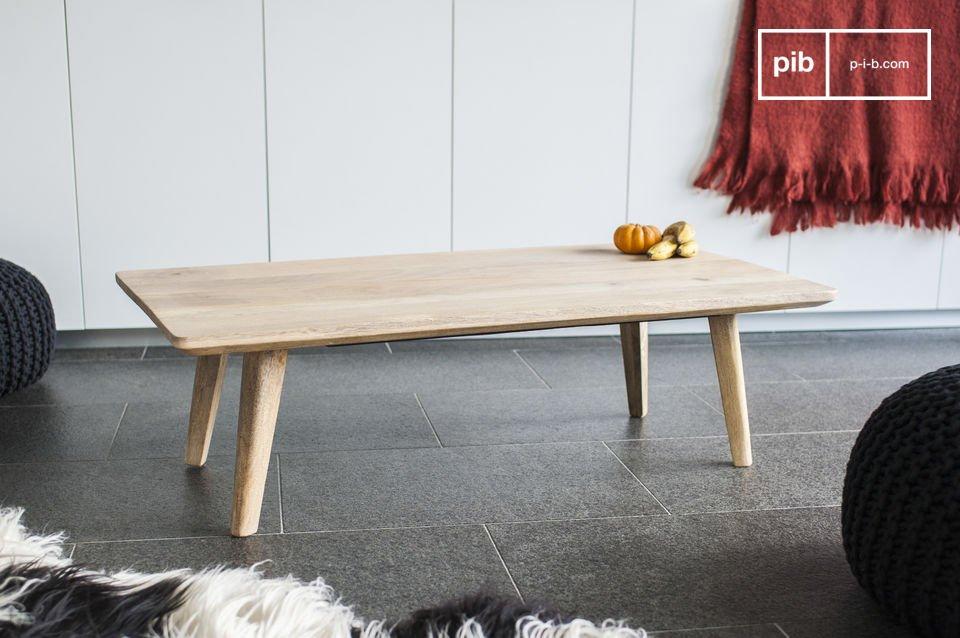 La table Möka, entièrement réalisée en bois clair séduit par sa ligne épurée