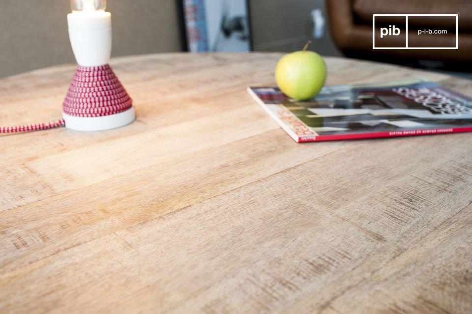 La table basse Myrte combine avec grâce la beauté du bois clair et la délicatesse d\'un