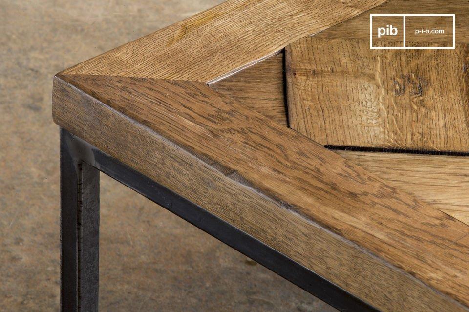 La table basse Queens est un meuble au style vintage offrant charme et élégance à votre salon