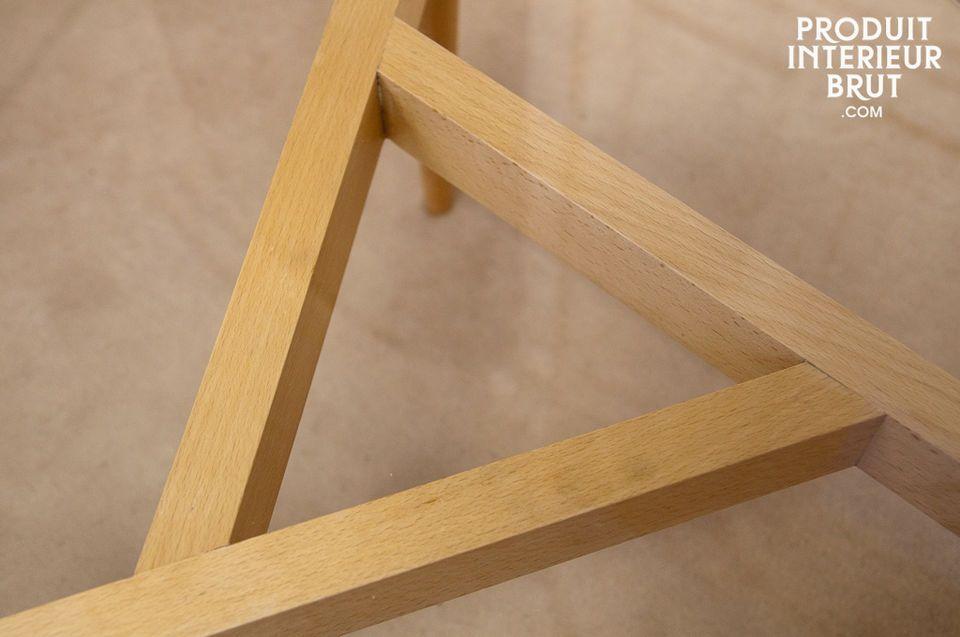 Cette table basse affiche un style néo-fifties avec des lignes vintages remises au goût du jour