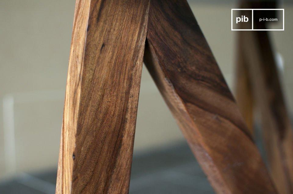 Son plateau circulaire blanc satiné repose sur un piétement réalisé en bois massif et composé de trois triangles qui, en plus d\'être esthétiques, garantissent une stabilité sans faille
