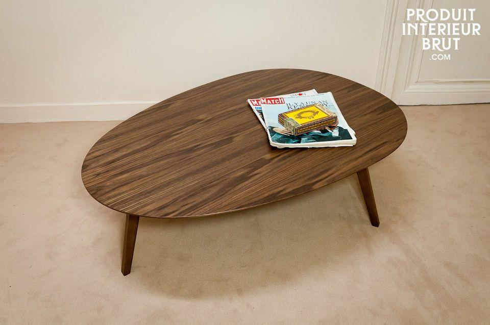 Une table basse tripode au design scandinave des années 60 pour apporter à votre salon une touche