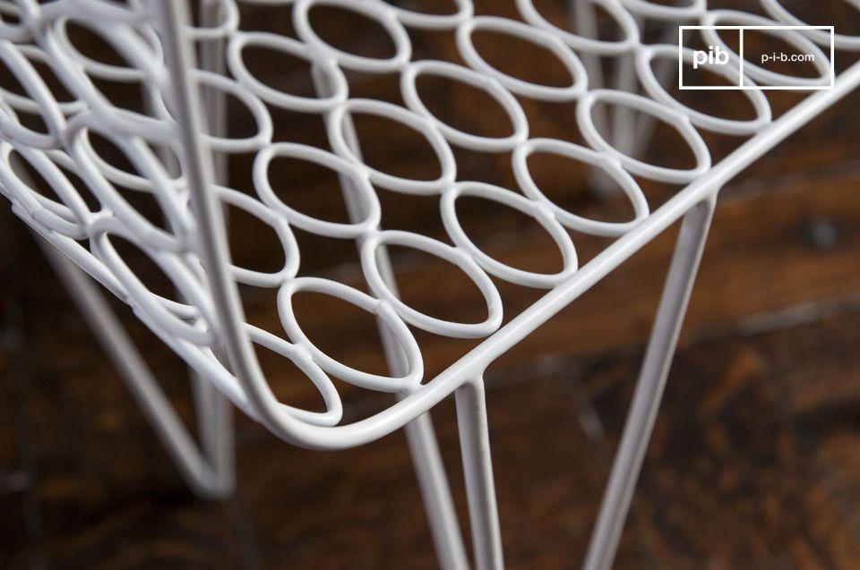La table d\'appoint Andover est un meuble design qui impressionne par la légèreté de sa structure