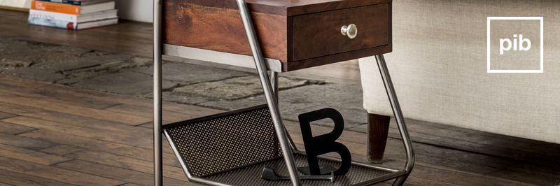 Table d'appoint bientôt de retour en collection