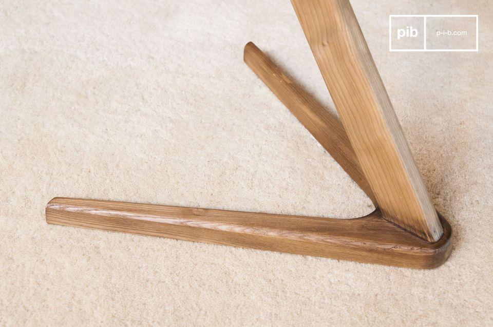 Une table d'appoint ou chevet en bois graphique