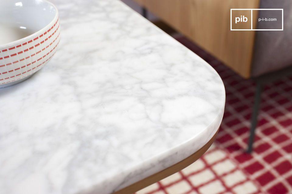 Une table basse au style élégant composée de marbre blanc