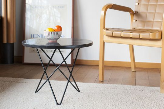 Table d'appoint ronde en marbre noir aouthenn