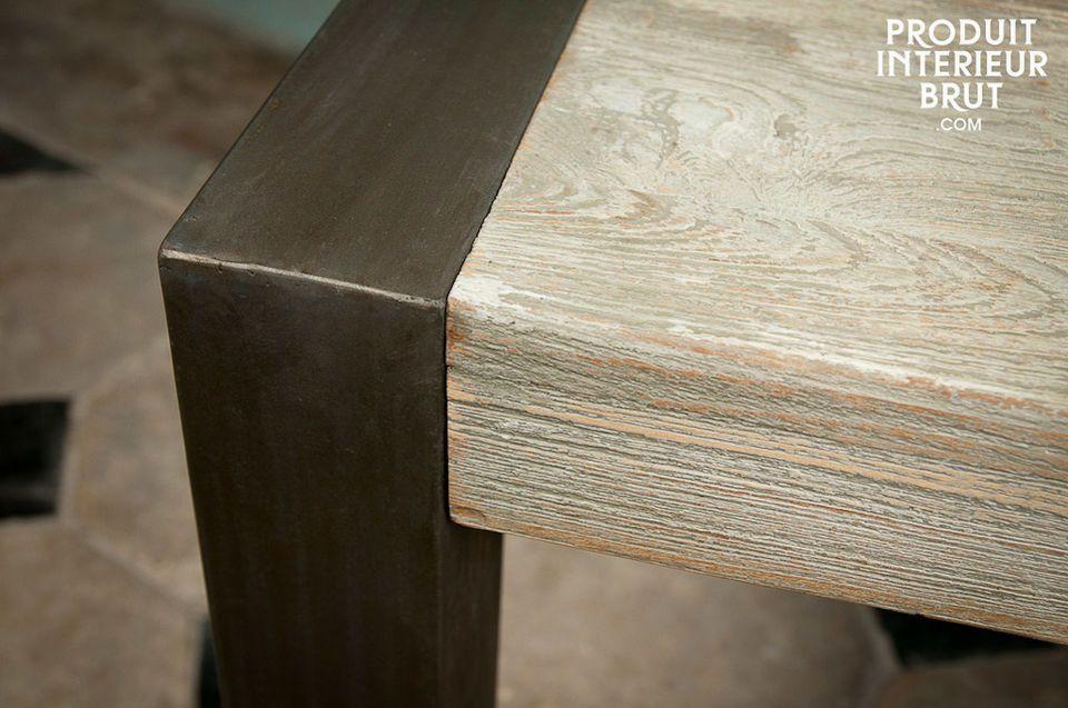 Son plateau épais et son piètement métallique en font un modèle particulièrement robuste