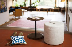 Table d'appoint scandinave et pouf victor