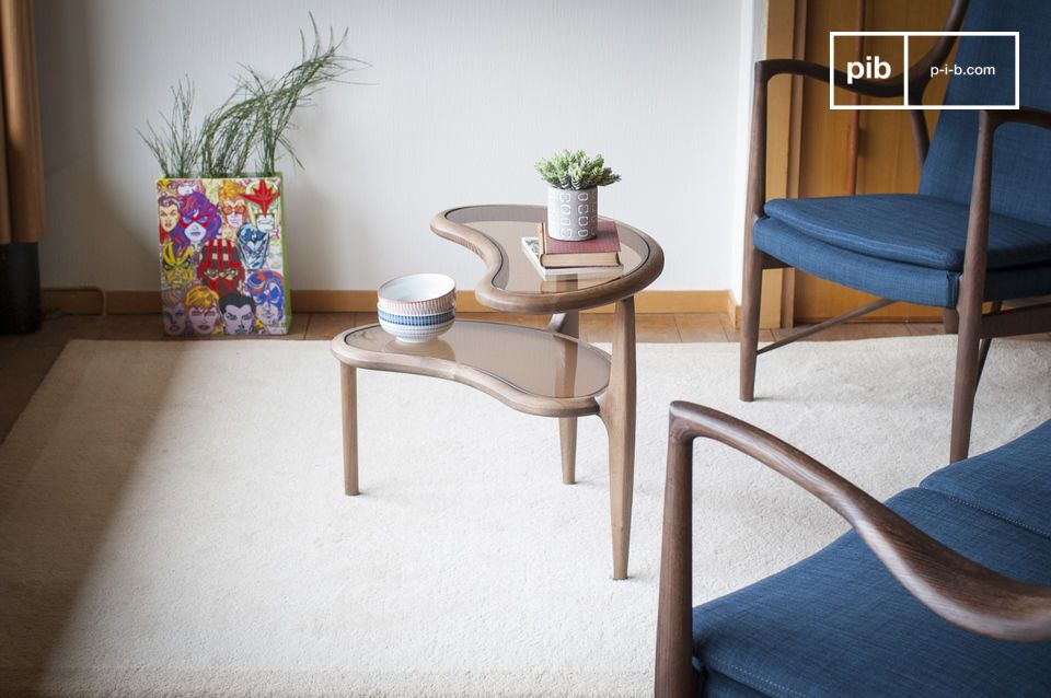 Le design ludique et vintage d'une table d'appoint au design haricot