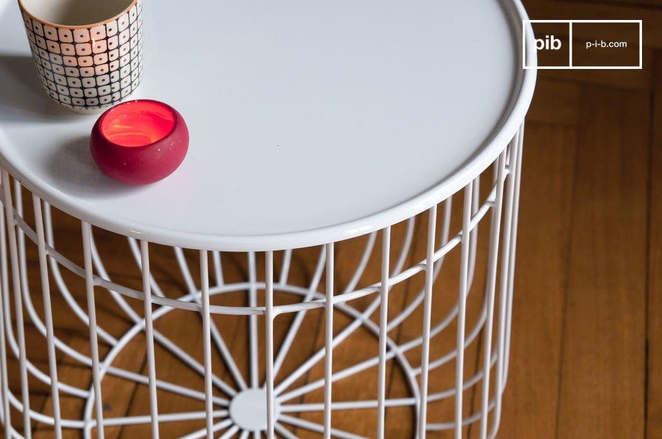 La table d\'appoint Maitär est un très bel objet design doté d\'une haute fonctionnalité