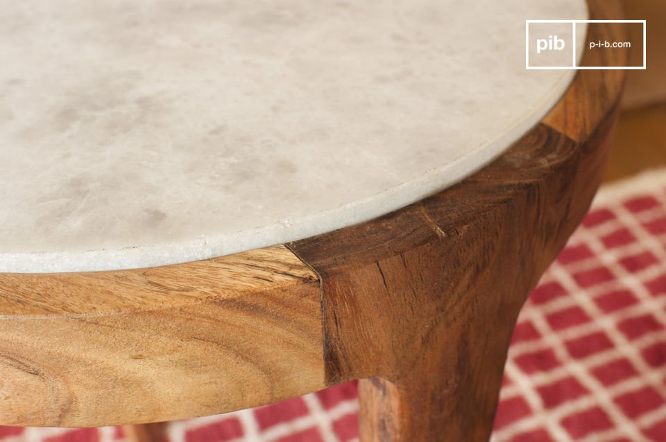 La table d\'appoint ronde Marmori vous séduira par son son esthétique raffinée