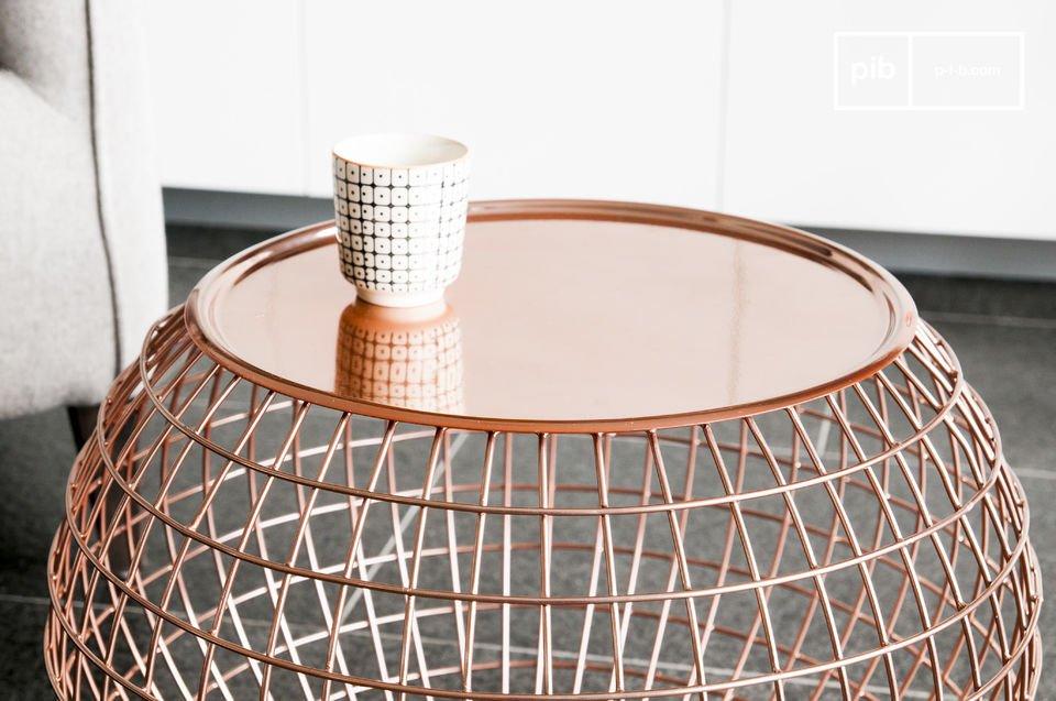 Une table métal cuivrée aux rondeurs attrayantes