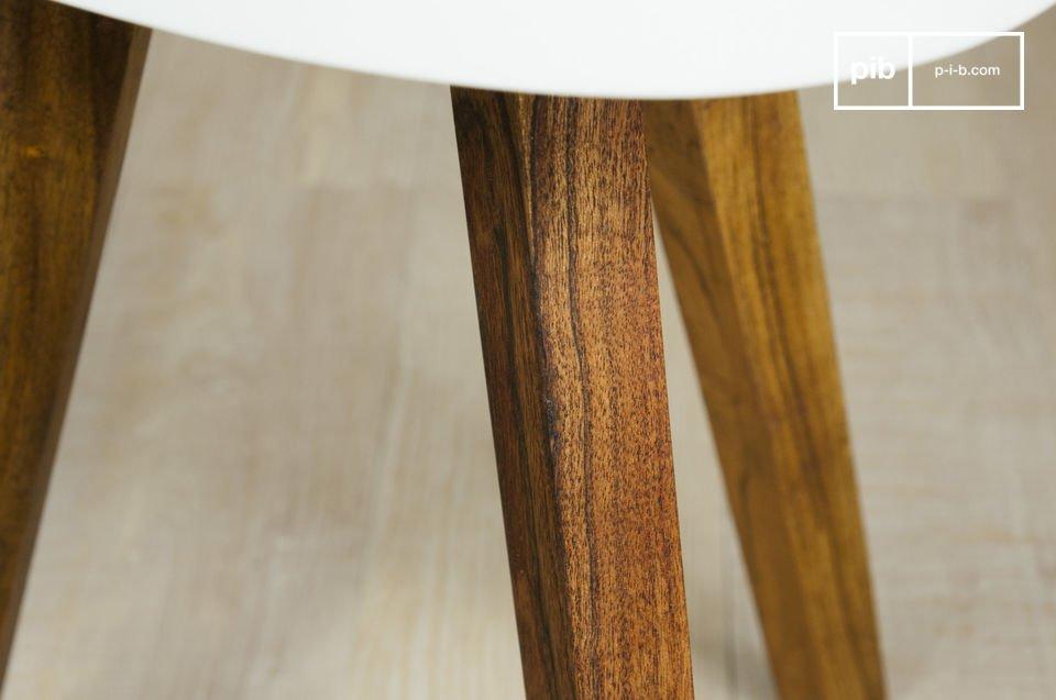 La table d\'appoint Stockholm est petit meuble scandinave vintage qui participera discrètement à