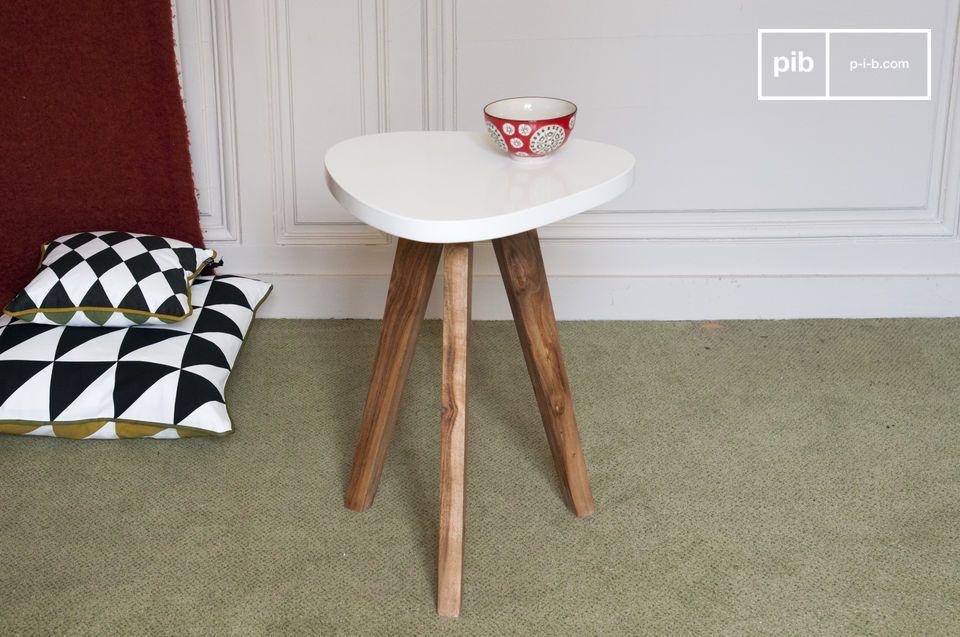 Associée avec la table à plateau amovible de la même collection