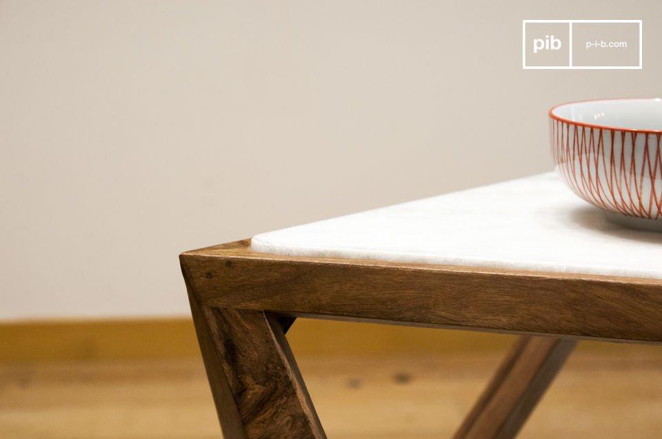 Une table idéale en bout de canapé