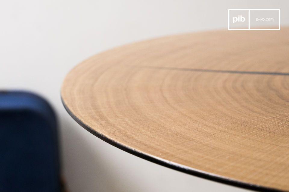 La table d\'appoint Xylème est composée d\'une fine section de bois de chêne clair appliquée sur